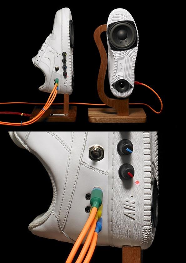 ナイキのスニーカーとスピーカーが合体したスピーカーです。