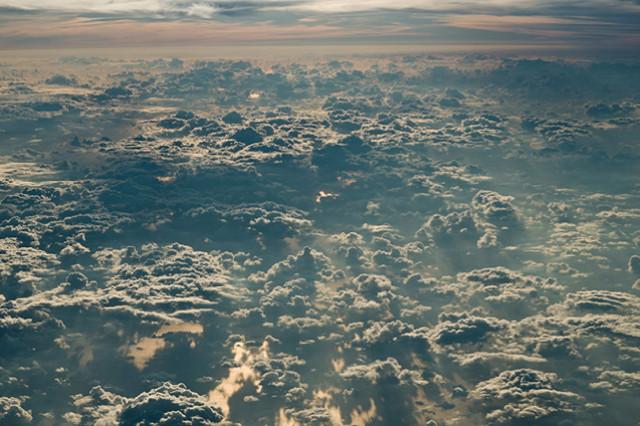 驚きの光景!眼下にひろがる雲が海のよう美しい。