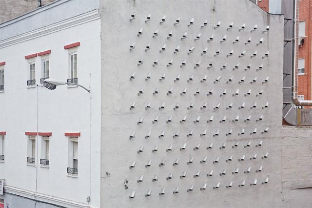 怖くない?100台の監視カメラのプレッシャー。