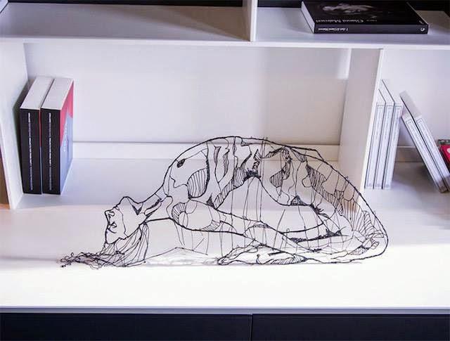 美しい!空間に描画された3D裸体。しなやかで力強い。