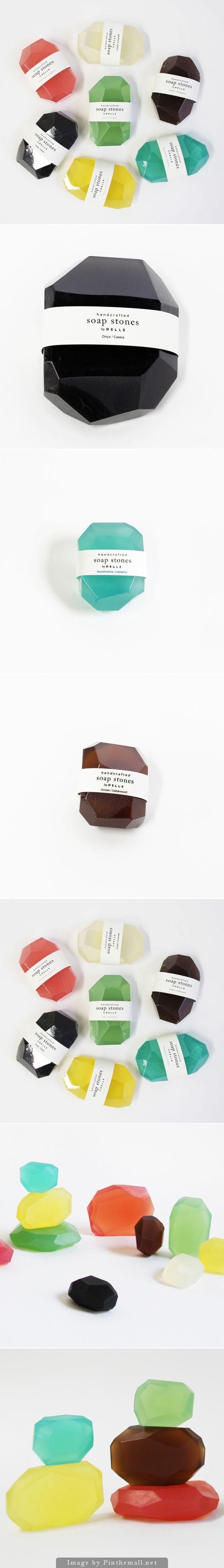 宝石のように輝く石鹸たち。ダイアモンド、サファイア、エメラルド、アメジスト、アクアマリン。見とれちゃうほどの美しさ。